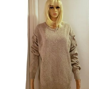 SALE 💥 Northern Isles Large V-Neck Tan Sweater